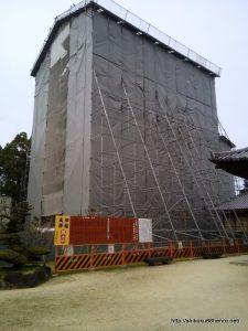改修中の本山寺五重塔